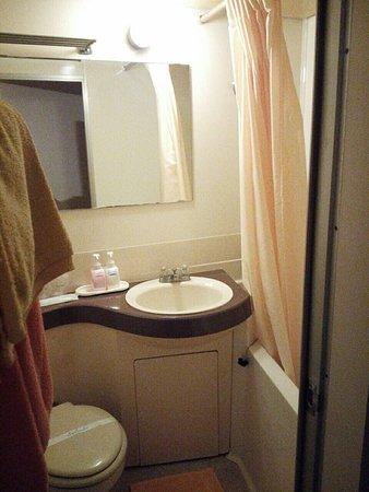 Oka Hotel : IMG_20160811_202359-01_large.jpg