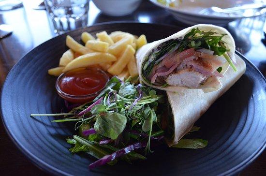 Kaiteriteri, Nueva Zelanda: Burrito Wrap, taste good, and my friend enjoy it.