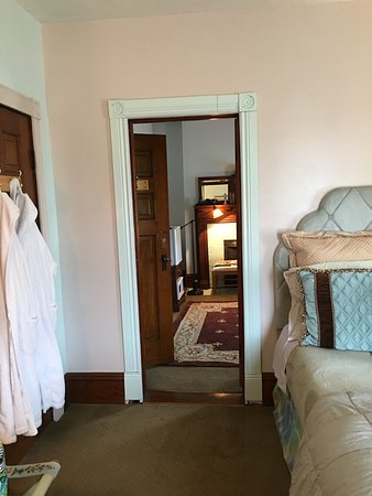 Colonial House on Main Bed & Breakfast: photo1.jpg