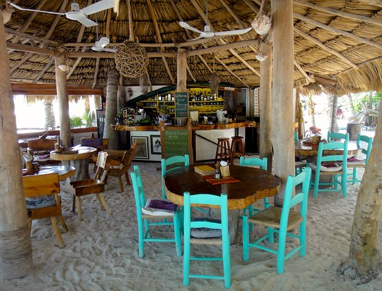 Barquito Mawimbi Beach Bar & Restaurant: Mawimbi restaurant bar