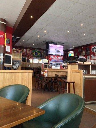 Fat Boys Sports Pub : nice selection of sports