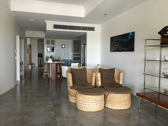 Island Views Palm Cove: View of the interior of the apartment