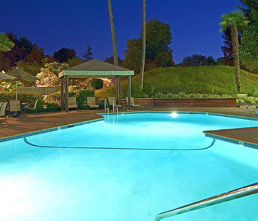 Concord, Californien: Outdoor Pool And Cabana