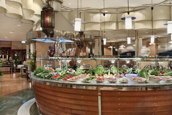 Jeddah Hilton Hotel: Al Safina Restaurant Buffet