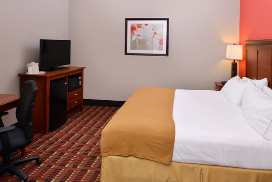 Crestwood, IL: Enjoy our King room.