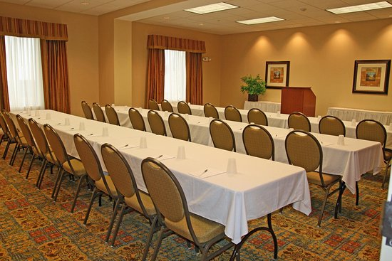 McHenry, IL: Hampton Room
