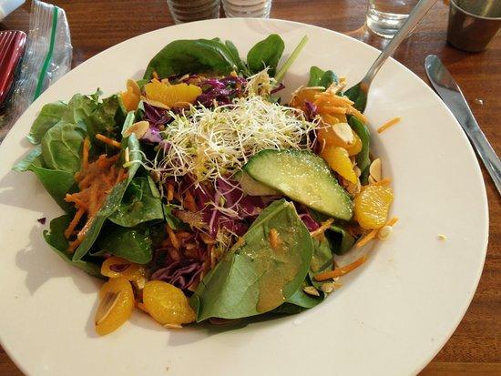 Sutton, Καναδάς: Good spinach salad
