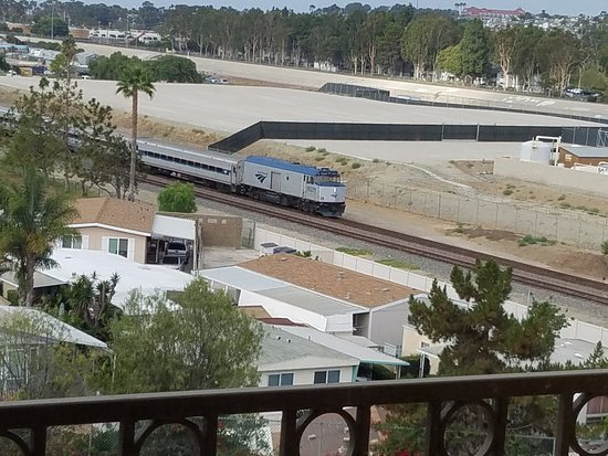 Residence Inn Dana Point San Juan Capistrano: Who needs an alarm clock, when you have a train running through your room?