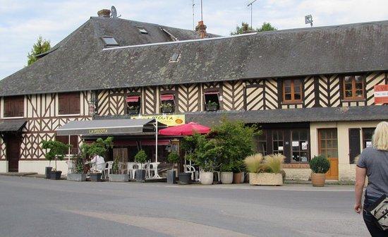Bonneville-la-Louvet, Frankrig: The restaurant