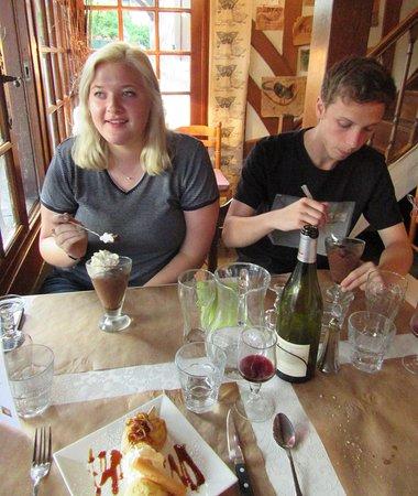 Bonneville-la-Louvet, Frankrig: Apple /crepe dessert