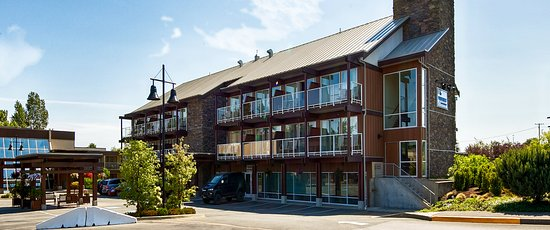 BEST WESTERN The Westerly Hotel & Convention Centre: Hotel Exterior