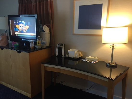 "Americas Best Value Inn & Cottages: King ""deluxe"" room"