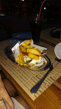 Mayflower Apartments & Studios: Souvlaki Grill,what a mouthful, for ONLY 2.40Euro's