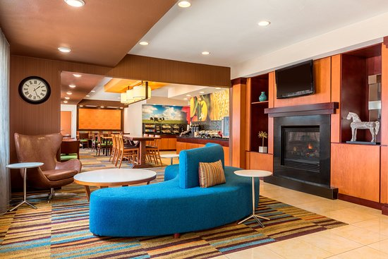 Fairfield Inn & Suites Abilene: Lobby Sitting Area