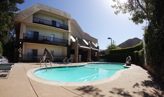 La Cuesta Inn: Enjoy our outdoor pool and jacuzzi