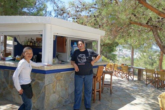 Kritinia, Grecia: The hosts of Mylos Cafe, Rhodes. Photo E.Glen