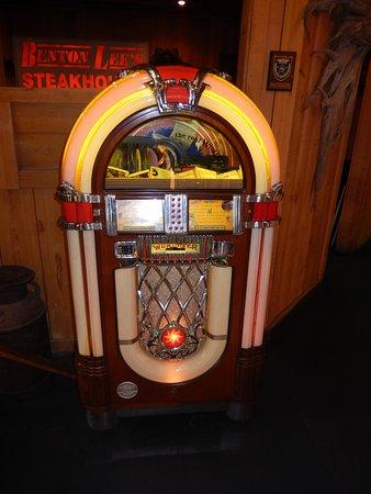 Benton Lee's Steak House: Jukebox