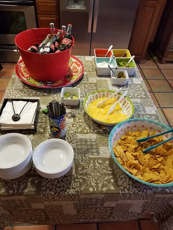 Avila La Fonda Hotel: Twelve O'Clock Nacho bar!