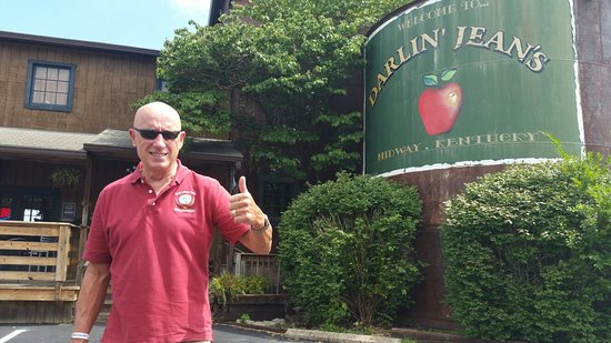Darlin Jean's Apple Cobbler Cafe: Great Salads, atmosphere and service!