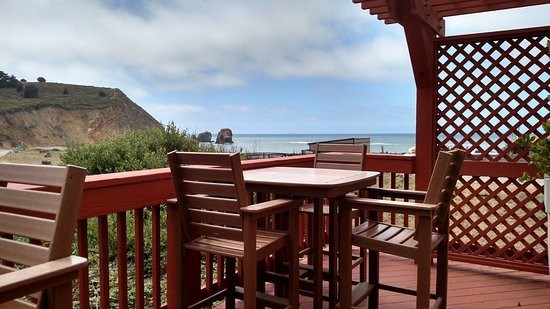 Holiday Inn Express Hotel & Suites Pacifica: Ground floor Patio next to Breakfast area