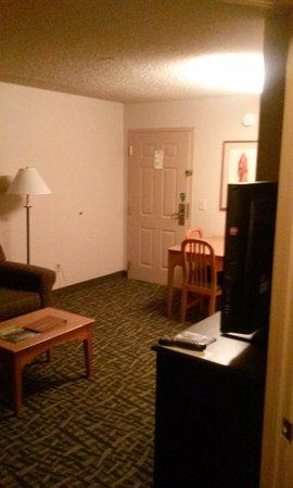 Homewood Suites by Hilton Phoenix / Scottsdale: Kitchen/table/sitting area