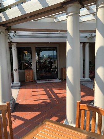 entrance Cafe La Strada