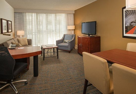 Bethesda, MD: One-Bedroom King Suite Living Area