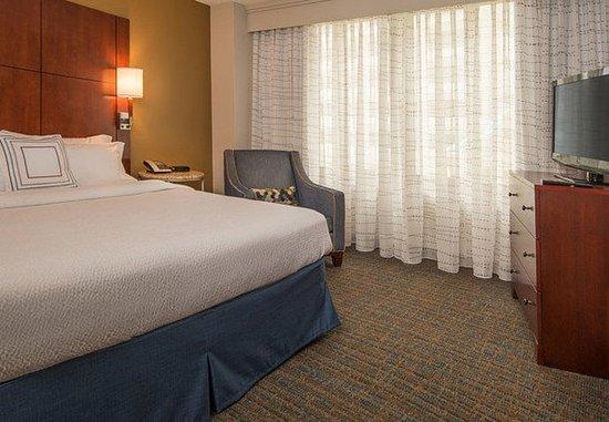 Bethesda, MD: One-Bedroom King Suite