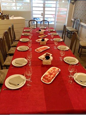 Burlada, Ισπανία: Pase al comedor, la mesa está puesta!!