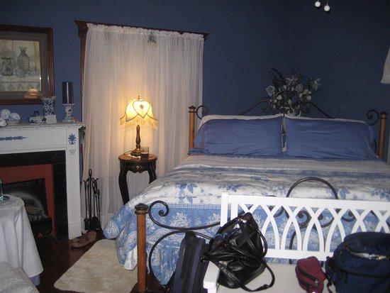 """Lexington, Ohio: The """"Blue room""""."""