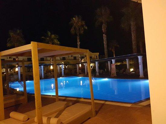 Pefkos Village Resort: 20160801_231014_large.jpg