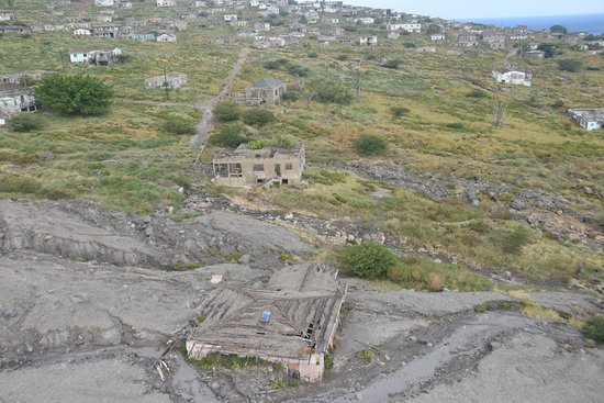 Caribbean Helicopters: Plymouth Montserrat under ash flows