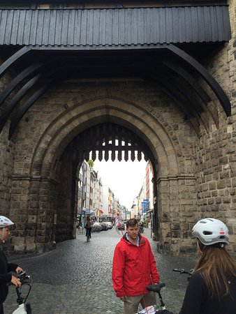 Colonia Aktiv Tours: Perfect 3 hour e-bike tour! Peter was a great guide and we learned so much about Köln. We covere