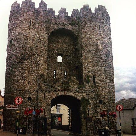 Дрогеда, Ирландия: The Gate