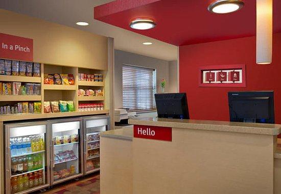 TownePlace Suites Denver West/Federal Center: Front Desk & In a Pinch Market
