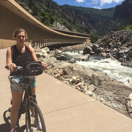 Glenwood Canyon Bike Trail: Right next to the river