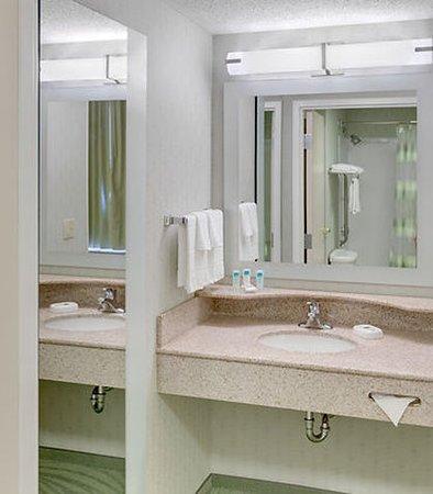 Solon, OH: Suite Vanity