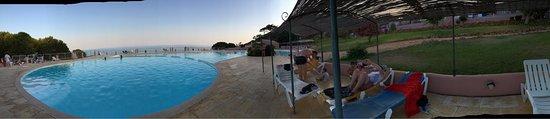 Porto Dona Maria Resort: La piscina esta muy bien