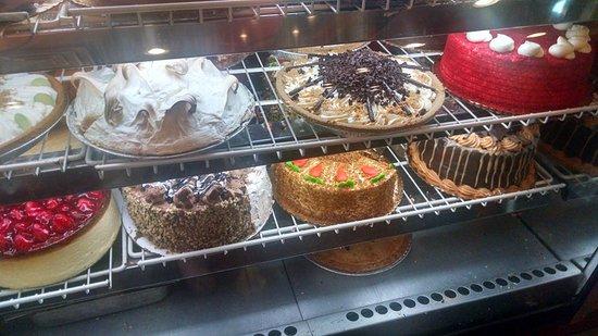Marietta, GA: Cakes and pies oh my!