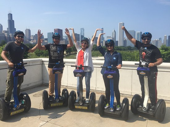 Bike and Roll: Group Shot with Chicago's skyline!