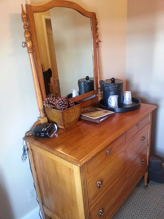 Weatherford Hotel: dresser was cute, inside of the dresser was disgusting