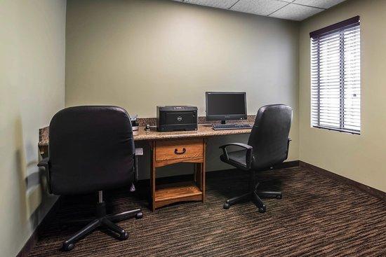 Comfort Inn Cortland: Business Center
