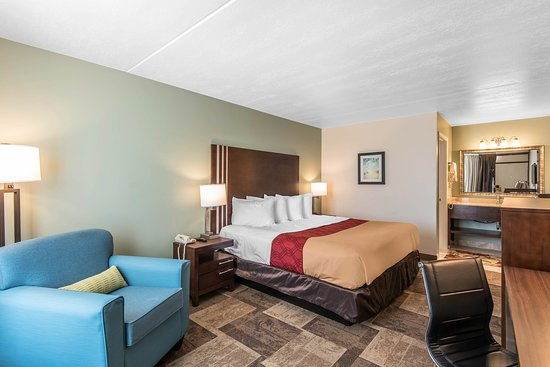 Oak Grove, MO: King room