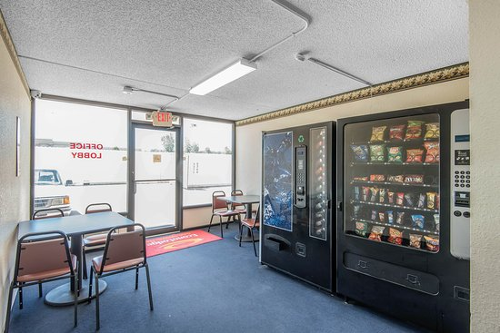 Econo Lodge: Vending area