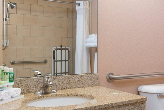 Everett, Waszyngton: ADA/Handicapped Accessble Guest Bath with roll-in shower