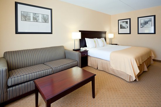 East Windsor, Nueva Jersey: King Bed Guest Rooms feature Sofa Beds and Flat Screen HD TVs