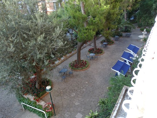 Cesare Augusto: Vue sur le jardin
