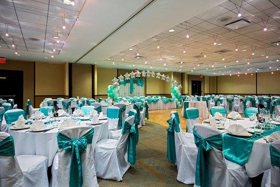 Glen Ellyn, IL: Plains Ballroom