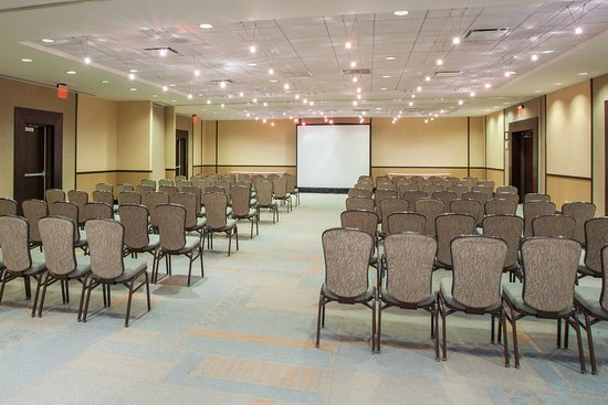 Glen Ellyn, IL: East West Plains Room