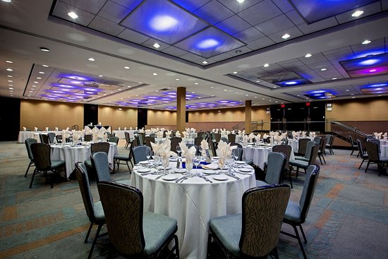 Glen Ellyn, IL: Fields Ballroom